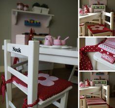 Tafeltje met 2 stoeltjes gepimpt met een kussentje wat aan beide zijden te gebruiken is.