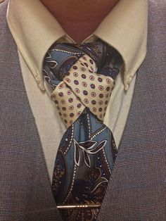I like that you can't really tell where the cream colored tie begins or ends. It just shows up in the center of the knot as an accent.