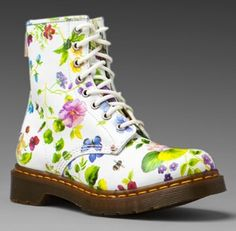 dr-martens-1460-w-boot-white-posy