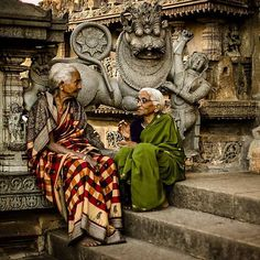 Photo by © Lucas Oliver Oswald Two grandmothers converse on the steps of a temple in karnataka https://instagram.com/lucas_oliver_oswald/ https://www.facebook.com/LAmeDuMonde/photos/a.867666059939559.1073742365.444014428971393/867666609939504/?type=1