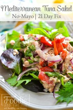 healthy, no-mayo Mediterranean tuna salad is light and full of flavor thanks to some fresh basil and roasted red peppers. Makes a delicious lunch! Tuna Fish Recipes, Seafood Recipes, Healthy Eating Recipes, Healthy Snacks, Diet Recipes, Mediterranean Tuna Salad, Mediterranean Recipes, Healthy Tuna Salad, Tuna Salad No Mayo
