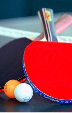 #wattpad #ksa-hikaye Zamanının meşhur bir masa tenisi oyuncusudur Deniz. Yurt çapında kazanmadığı yarışma kalmamıştır. Ama o kendisini başarılı bir sporcu olarak görmez, çünkü büyük umutlarla katıldığı uluslararası turnuvanın ilk turunda elenmiştir. Yaşadığı kişisel hayal kırıklığına bir de mahallelinin milli utanç yük...