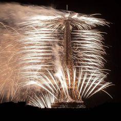14 juillet  #sonyalpha7iii . . . #france#14juillet#14juillet#nationalday#eiffeltower#eiffel#eiffeltoweratnight#toureiffel#fireworks#firework#feudartifice#fire#amazing#igdaily#dailygram#living_europe#wonderful_places#hello_worldpics#earthpics