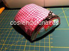 cosiendolunares - costura y patchwork: Tutorial monedero japonés Frame Bag, Singular, Coins, Coin Purse, Purses, Wallet, Sewing, Fabric, Bags