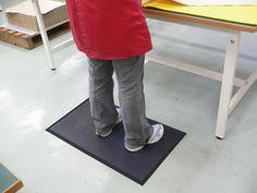 Carpeta anti-oboseala asigura o foarte buna amortizare absorband greutatea corpului, asigurand astfel confortul muncitorilor pentru o mai buna perioada de timp. Se poate utiliza si pentru uz casnic. Kids Rugs, Mai, Home Decor, Decoration Home, Kid Friendly Rugs, Room Decor, Interior Design, Home Interiors, Nursery Rugs