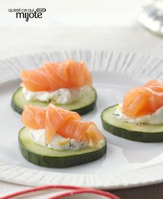 Canapes with smoked salmon Appetizers For A Crowd, Appetizer Recipes, Tapas, Smoked Salmon Recipes, Healthy Snacks, Healthy Recipes, Snacks Saludables, Appetisers, Finger Foods