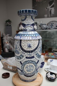 Delftsblauwen mozaïek vaas van serviesgoed,65 cm hoog