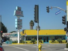 Tom's Burgers-Lynwood, CA   (JB hook it up!, see you in Heaven)
