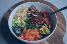 This vegan Korean bibimbap recipe is packed with lots of tasty vegetables and is topped off with possibly the tastiest sauce ever! Vegan Potato Salads, Vegan Lunch Recipes, Delicious Vegan Recipes, Gourmet Recipes, Tasty, Healthy Recipes, Vegan Meals, Vegan Food, Diet Recipes