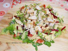 Cinco sentidos na cozinha: Salada de massa com bife de peru, legumes e queijo...