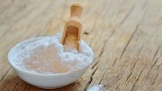 Baking soda does a whole lot more than make batter rise! Pull out that baking so… - Beauty Tipps und Tricks Natural Cures, Natural Health, Health Remedies, Home Remedies, Diabetes Remedies, Halitosis, Baking Soda Uses, Nutrition, Cancer Cure