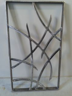 Fabrication sur mesure grille de défense contemporaine. Modèle Val Decorative Metal Screen, Window Bars, Front Gate Design, Window Grill Design, Front Gates, Artistic Installation, Iron Doors, Steel Doors, Architectural Elements