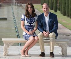 Prince William, Duke of Cambridge and Catherine, Duchess of Cambridge pose in front of the Taj Mahal on April 16, 2016 in Agra, India.  (Photo by Samir Hussein/Pool/WireImage)