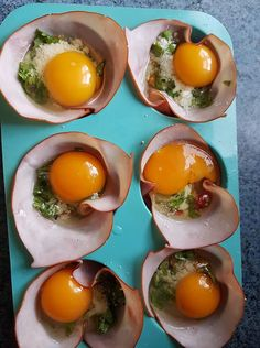 Ingredients: Eggs Ham slices (with no red list ingredients) seasoning vegetables of choice oil to spray in muffin tin cheese (optional) . Reduce Recipe, 5 Day Meal Plan, Ham And Eggs, Banting Recipes, Free Meal Plans, Vegetable Seasoning, Chocolate Muffins, Egg Cups, Budget Meals
