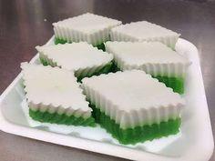 Kuih Talam {Pandan & Coconut Layered Cake} - YouTube