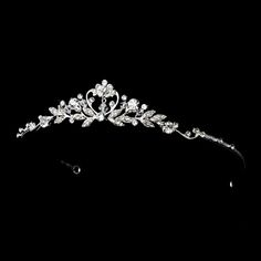 wedding tiaras and crowns - Google Search For more wedding inspiration please visit www.lolabeeandme.com