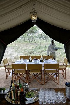 Serengeti National Park, Tanzania A little safari glamping Luxury Camping, Luxury Travel, Luxury Tents, Mörderische Dinnerparty, Glamping, Safari Photo, Safari Wedding, British Colonial Style, British Style