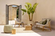 Elio, the new collection designed by Yabu Pushelberg for contemporary outdoor furniture specialist Tribù, radiates light and fine design. Outdoor Carpet, Outdoor Rugs, Outdoor Sofa, Outdoor Living, Outdoor Decor, Techniques Textiles, Chair Design, Furniture Design, Contemporary Outdoor Furniture
