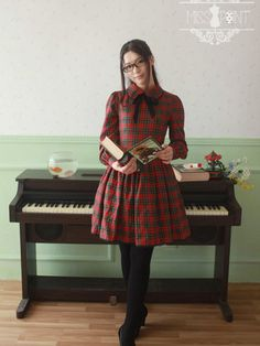 Academic style is a long lasting trend and a must-have in your wardrobe! This tailored dress comes in classic red and green plaid design and features a