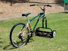 This looks cool! - Green Renaissance This ingenious Bicycle-Lawnmower, fun way to cut your lawn. Riding Lawn Mowers, Flower Tower, Homestead Survival, Cool Photos, Backyard, Good Things, Manly Things, Amazing Things, Cool Stuff
