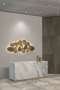 Lighting and art combined, to suit both classic or modern interiors. Discover the Italian Designer Gold Plated Contemporary Lighting Installation at Juliettes Interiors - ambient lighting at its best! Contemporary Wall Lights, Contemporary Home Furniture, Luxury Furniture, Mid Century Modern Lighting, Hanging Light Fixtures, Light Installation, Cool Lighting, Interior Design, Modern Interiors