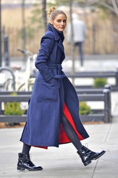 Olivia Palermo in Blue wool coat out in New York City - January 2017 Moda  Callejera 9bd1e3b3a701