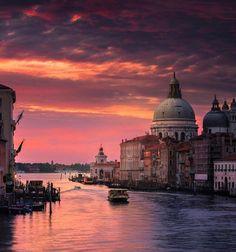 VENICE, ITALY / ⚡️🔥💘Elektra💘🔥⚡️ (@ElektraButler) | Twitter