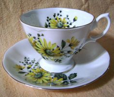 Royal Albert Yellow Daisies Tea Cup Saucer Malvern