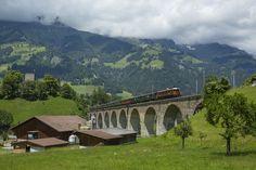 Ae 6/8 der BLS (Bern - Lötschberg - Simplon - Bahn) zwischen Frutigen und Blausee-Mitholz, Schweiz