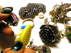 Как ухаживать за украшениями? Как убрать налет на бижутерии?