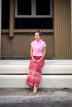 Traditional Thai Clothing, Myanmar Traditional Dress, Traditional Dresses, Dressy Dresses, Nice Dresses, Dresses For Teens Dance, Myanmar Dress Design, Thai Fashion, Pencil Skirt Casual