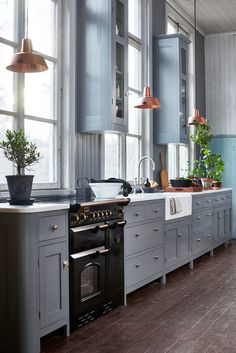 9 Earthy Kitchen Ideas to Warm Your Heart Blue-Gray Kitchen Cabinets Earthy Kitchen, New Kitchen, Kitchen Dining, Kitchen Decor, Kitchen Ideas, Dining Rooms, Copper And Grey Kitchen, Warm Kitchen, Distressed Kitchen