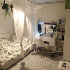 Small Bedroom Ideas - Small Bedroom Designs and Ideas for Maximizing Your Small Room That Pop. 37 Small Bedroom Styles and also Ideas for Optimizing Your Area as well as Including a Sprinkle of Indivi Small Room Bedroom, Room Ideas Bedroom, Home Decor Bedroom, Diy Bedroom, Modern Bedroom, Contemporary Bedroom, Girls Bedroom, Dorm Room, Minimalist Bedroom Small