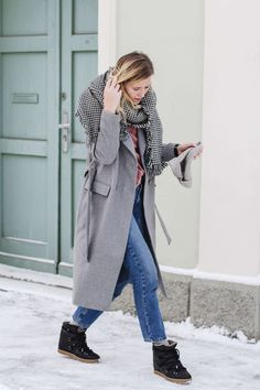 tifmys – Coat: Minimum   Sweater and hat: H&M   Jeans: Envii   Houndstooth scarf: Zara   Boots: Isabel Marant Nowles   Watch: Daniel Wellington