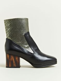 DRIES VAN NOTEN CHUNKY CLUNKY PANEL BOOTS. Hello...