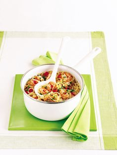 This easy pasta supper is an Italian speciality from Sicily. Picchi-pacchi means fast or speedy – this fresh-tasting sauce is barely cooked at all. Prawn Spaghetti, Prawn Pasta, Chilli Recipes, Pasta Recipes, Dinner Recipes, Delicious Magazine Recipes, Midweek Meals, Pasta Dishes, Food Inspiration