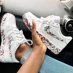 Discovered by Zoé. Find images and videos about fashion, shoes and nike on We Heart It - the app to get lost in what you love. Cute Sneakers, Shoes Sneakers, Kicks Shoes, Sneakers Adidas, Casual Sneakers, Sneakers Fashion, Fashion Shoes, Girl Fashion, Nike Shoes Air Force