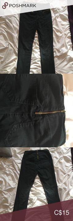 Shop Women's Vero Moda Black Gold size Xs/s Straight Leg at a discounted price at Poshmark. Description: Good condition black jean with gold ziper in the front and the back. Black Jeans, Product Description, Legs, Best Deals, Gold, Pants, Closet, Things To Sell, Style