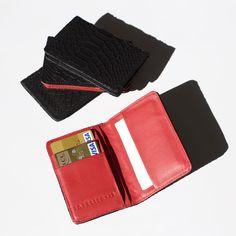 Le porte-cartes Mamba contient 6 compartiments pour y glisser carte bleue, cartes de visite ou billets, tickets de caisse (bien cachés) et carte de transport.Entièrement en cuir, doublé de coton, il reste fin dans un sac ou une poche, et ajoute la touche de couleur au contenu de votre sac à main !Et certains coloris peuvent parfaitement convenir à un homme