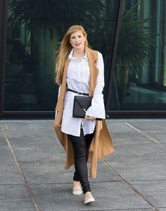Lange ärmellose Weste Camel Asos Bluse Espadrilles Outfit kombinieren street style blog köln 6
