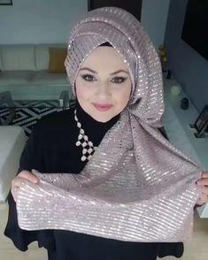 Pin by Zari on حجاب in 2019 Turban Hijab, Hijab Dress Party, Hijab Outfit, Beautiful Muslim Women, Beautiful Hijab, Modern Hijab Fashion, Muslim Fashion, Beau Hijab, Makeup Hijab