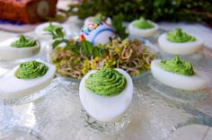 Wielkanocne jajka faszerowane szpinakiem i parmezanem