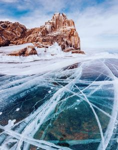 This Photographer Walked Across The Oldest Frozen Lake on Earth and Captured Some AstonishingPhotos - UltraLinx