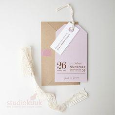 Geboortekaartje meisje_geboortekaartje_Landelijke stijl_landelijk geboortekaartje_labelkaartje_oud roze_kraft envelop_gerecyclede envelop_handgemaakt_katoenen touwtje_roze maskingtape