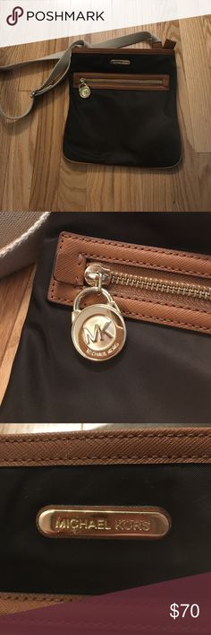 7d3e0ba553d6 Michael Kors Messenger Crossbody Overall the bag is in almost perfect  condition.   horizontal mk