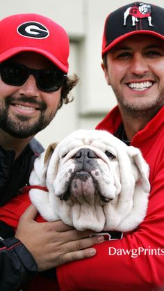 Luke Bryan and Georgia. Doesn't really get better than that ! Love the UGA Dawgs Lid! Georgia Bulldogs Football, Sec Football, Football Season, College Football, Bulldogs Ingles, Georgia Girls, University Of Georgia, Bae, Funny Animals
