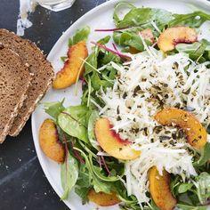 Kohlrabi-Pfirsich-Salat Salmon Burgers, Chicken, Ethnic Recipes, Food, Peach, Meat, Cooking, Food Food, Healthy