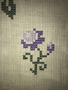 Bargello, Origami, Cross Stitch, Throw Pillows, Hand Embroidery Stitches, Cross Stitch Embroidery, Punto De Cruz, Toss Pillows, Seed Stitch