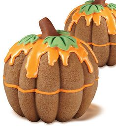 Place two bundt cakes on top of each other and add orange icing for a perfect pumpkin cake! i bet i could even add some healthy stuff like pumpkin or carrot into the cake mix and its be super yummy Pumpkin Recipes, Fall Recipes, Holiday Recipes, Delicious Recipes, Dinner Recipes, Cupcakes, Cupcake Cakes, Bundt Cakes, Holiday Treats