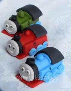 Fondant x cupcake toppers. I am not a big fan of fondant, but I will gladly try to make these for my little angels. Fondant Figures, Fondant Cupcake Toppers, Cupcake Cakes, Thomas And Friends Cake, Thomas The Train Birthday Party, Train Party, Thomas Cakes, Kid Cupcakes, Fondant Animals